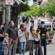 Exclusif - Ben Affleck, ses enfants, Violet, Seraphina et Samuel, et Matt Damon rendent hommage à Breonna Taylor, une Noire Américaine de 26 ans, tuée à son domicile par la police lors d'une perquisition. Los Angeles, le 5 juin 2020.
