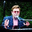 """Elton John - Lady Gaga et l'association Global Citizen ont organisé un concert virtuel planétaire intitulé """"One World: Together At Home"""". Le 19 Avril 2020."""