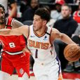 Devon Booker (maillot blanc) lors du match Portland Trail Blazers - Phoenix Suns. Portland, le 11 mars 2020.