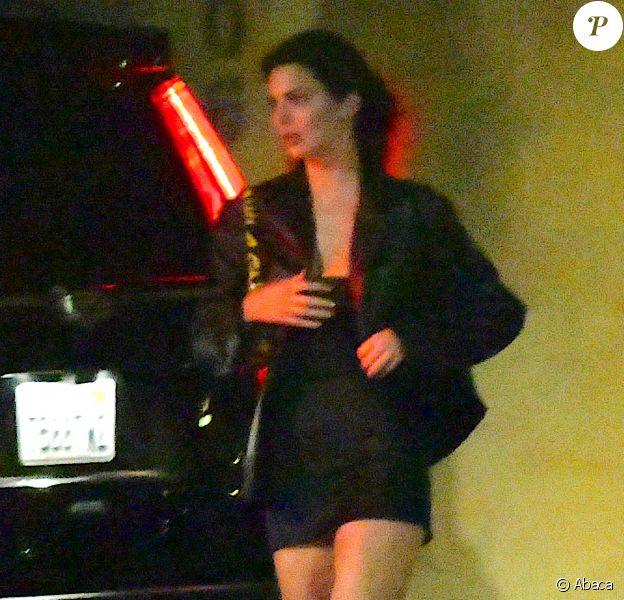 Kendall Jenner quitte le restaurant Nobu, à Malibu, dans la nuit du 8 au 9 juin 2020.