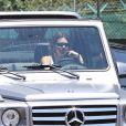 Exclusif - Devin Booker et Kendall Jenner de retour ensemble à Los Angeles pour le Memorial Day, à l'aéroport de Van Nuys, le 25 mai 2020. Le joueur des Suns de Phoenix de 23 ans et la top model de 24 ans ont été vus quittant l'aéroport dans la voiture de Kendall Jenner. Depuis leur virée à Sedona (Arizona) en avril dernier, des rumeurs de romance entre les deux stars circulent, même si leur entourage prétend qu'ils seraient simplement des amis de longue date.