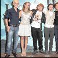"""Tom Felton, Emma Watson, Rupert Grint, Daniel Radcliffe, Bonnie Wright et Jessie Cave- Photocall du film """"Harry Potter et le Prince de Sang-Mêlé"""", le 6 juillet 2009 à Londres."""
