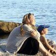 Aurélie Vaneck heureuse avec sa fille Charlie, 5 ans.
