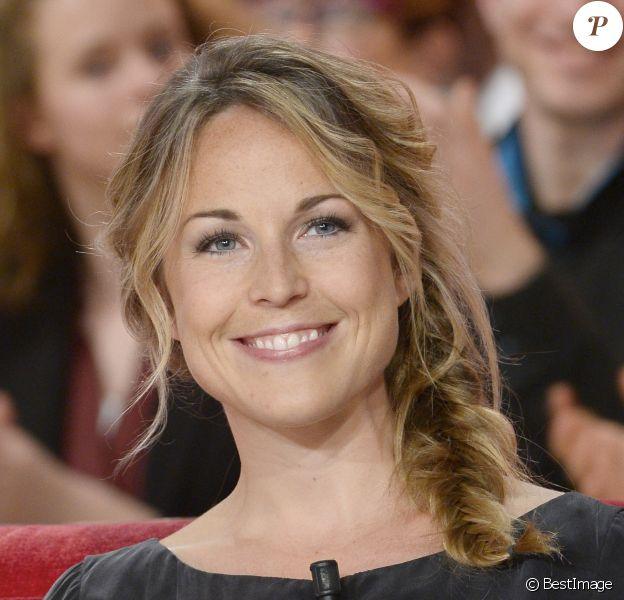 """Aurélie Vaneck lors de l'enregistrement de l'émission """"Vivement Dimanche"""" à Paris le 9 avril 2014."""