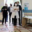 Anne Hidalgo (Maire de Paris), candidate du parti socialiste, à sa réélection est allée voter dans le 15ème arrondissement de Paris avec son mari Jean-Marc Germain pour le second tour de la campagne des élections municipales à Paris, le 28 juin 2020. Stéphane Lemouton / Bestimage