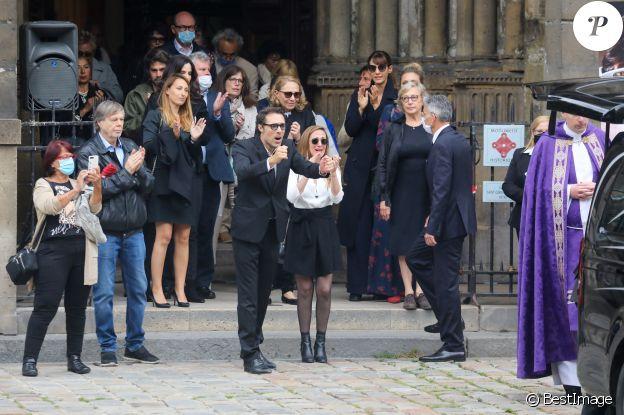 Nicolas Bedos, Joëlle Bercot (femme de Guy Bedos), Victoria Bedos, Doria Tillier - Sorties - Hommage à Guy Bedos en l'église de Saint-Germain-des-Prés à Paris le 4 juin 2020.