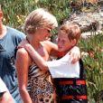 Diana et son fils Harry en vacances à Saint-Tropez en juillet 1997.