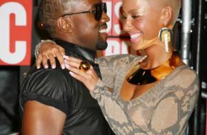 Scandaleux Kanye West : Il arrive bouteille à la main, pelote sa copine et... gâche la joie de Taylor Swift ! Regardez !