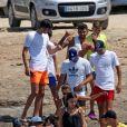 Exclusif - Zinedine Zidane, sa femme Veronique Zidane et leur enfants passent leurs vacances sur un yacht de luxe. Entre l'athlète et sa femme, On ne sait qui est le plus musclé des deux. Ils portent tous les deux un maillot de bain blanc. En fin d'après-midi ils débarquent sur une plage et font un tour en ville. Formentera, le 3 juillet 2019.