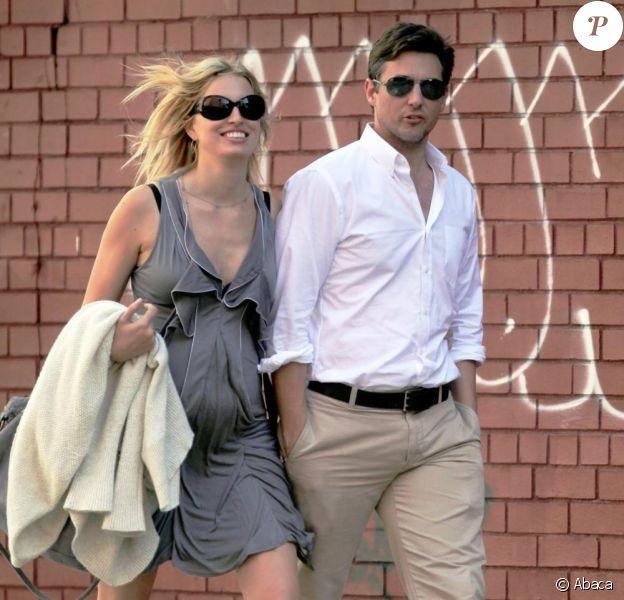 Karolina Kurkova dans les rues de New York avec son amoureux