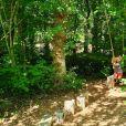 Le prince Carl Philip et la princesse Sofia sont restés en Suède au cours de l'été 2020, coronavirus oblige, et ont partagé avec leurs abonnés Instagram quelques-uns des endroits où ils se sont promenés et ressourcés avec leurs fils le prince Alexander, ici dans le parc de la Villa Solliden, et le prince Gabriel. © Instagram Prinsparet