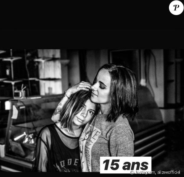 Alizée fête les 15 ans de sa fille Annily le 28 avril 2020 en publiant de nombreuses photos sur Instagram.