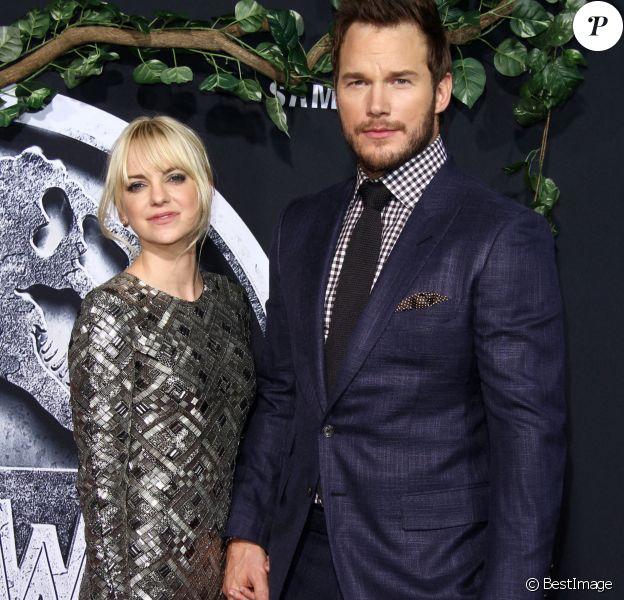 """Chris Pratt et sa femme Anna Faris à la première de """" Jurassic World """" au théâtre The Dolby à Hollywood, le 9 juin 2015."""