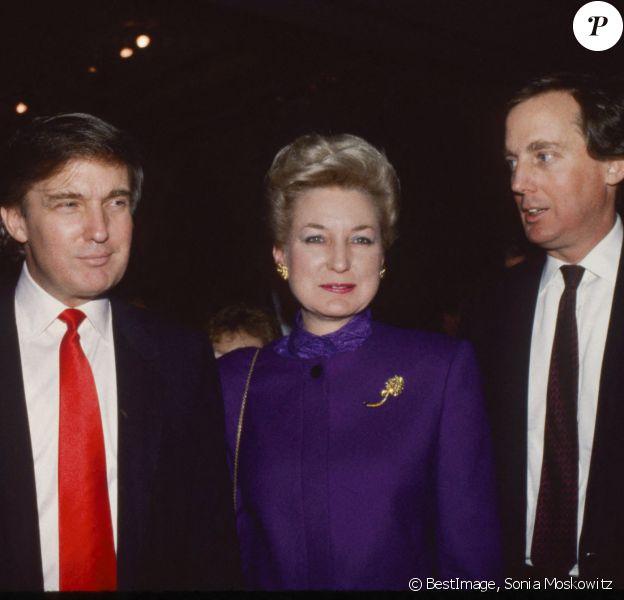 Archives - Donald Trump, sa soeur Maryanne Trump Barry et son frère Robert Trump lors de l'inauguration du Trump Taj Mahal Casino and Resort à Atlantic City en Avril 1990. © Sonia Moskowitz/Globe Photos via ZUMA Wire/Bestimage