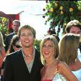 Brad Pitt et Jennifer Aniston aux Emmy Awards en 2000 à Los Angeles.