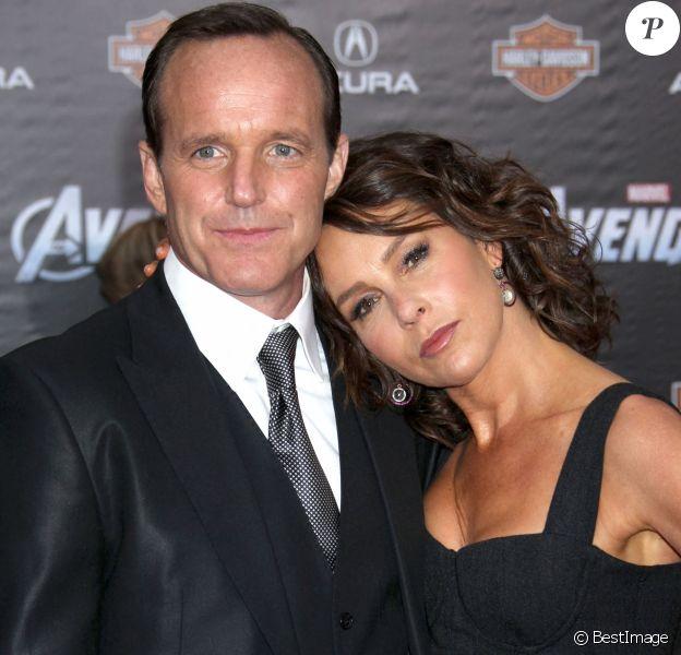Clark Gregg et Jennifer Grey (Bébé de Dirty Dancing) à Los Angeles le 11 avril 2012 pour l'avant-première du film Avengers.