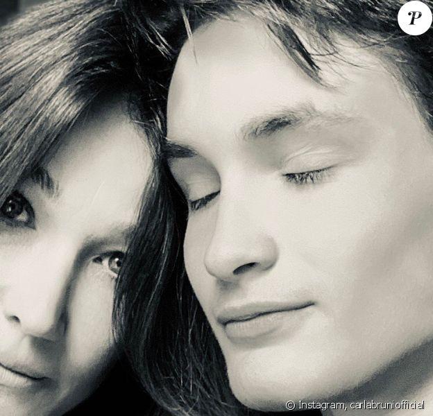 Carla Bruni-Sarkozy a fêté les 19 ans de son fils Aurélien sur Instagram en partageant plusieurs photos de lui à différents âges.