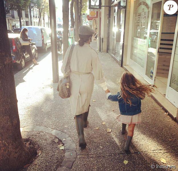 Amel Bent partage la rentrée de ses filles sur les réseaux sociaux. 2020.