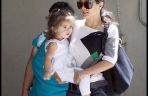 Salma Hayek : Quand la brune piquante bien amincie, se promène avec sa fillette... trop craquante !