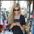 Denise Richards fait du shopping avec sa copine à Hollywood. 18/09/09