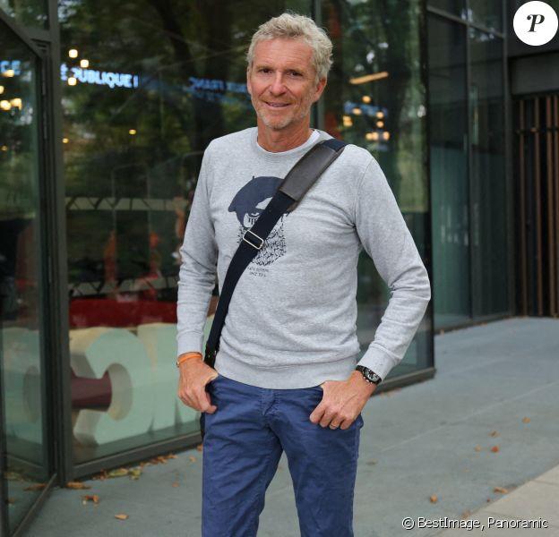 Exclusif - Denis Brogniart arrive dans les studios de RMC à Paris. © Panoramic / Bestimage
