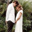 Ashley Tisdale, enceinte, a annoncé sa grossesse avec une photo postée sur Instagram.