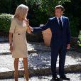 Le Président Emmanuel Macron et sa femme Brigitte Macron accueillent la chancelière allemande Angela Merkel au Fort de Brégançon, à Bormes-les-Mimosas, dans le sud-est de la France. - Le président français Emmanuel Macron a rencontré la chancelière allemande Angela Merkel pour tenter de renforcer la compréhension franco-allemande sur les nombreux enjeux européens et internationaux. © Christophe Simon / Pool / Bestimage