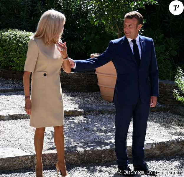 Brigitte Et Emmanuel Macron Tactiles Et Decontractes Apercu De Leur Intimite Purepeople