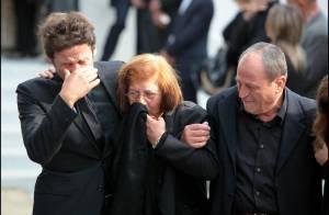 Obsèques de Filip Nikolic : la détresse de ses proches à la sortie de l'église... l'enterrement s'est déroulé cercueil ouvert comme le veut la tradition...