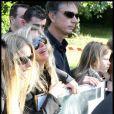 Valérie Bourdin et ses filles Tanelle et Sasha, effondrées aux obsèques de Filip Nikolic, le 24 septembre 2009.