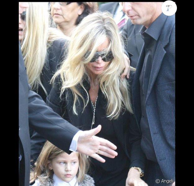 Valérie Bourdin et la petite Sasha aux obsèques de Filip Nikolic, le 24 septembre 2009.