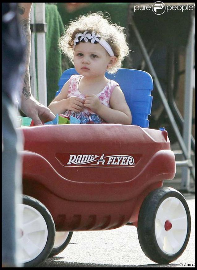 Joel Madden et sa petite Harlow en pleine promenade père-fille, septembre 2009