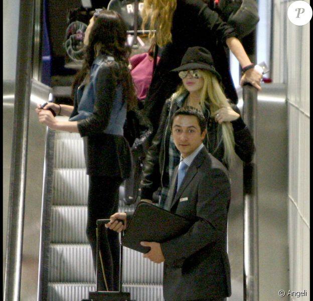 Lindsay Lohan arrive à Paris, ce mardi 29 septembre. Elle y présentera sa collection Ungaro le 4 octobre prochain.