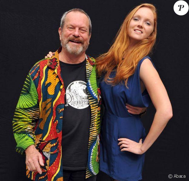 Terry Gilliam et Lily Cole en pleine séance photo pour L'imaginarium de docteur Parnassus, le 30 septembre à Paris!