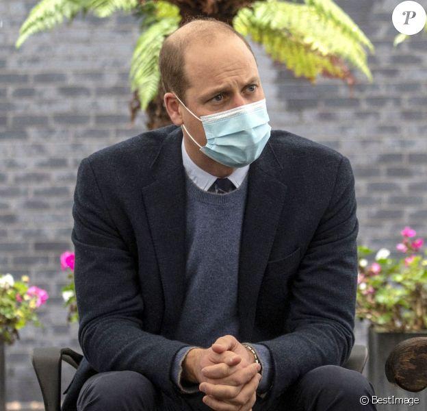 """Le prince William, duc de Cambridge, va à la rencontre du personnel et des patients de l'hôpital Royal Marsden à Sutton, automne 2020. Cette visite du duc de Cambridge, qui est également président du """"Royal Marsden NHS Foundation Trust"""", marque le début de la construction du """"Trust's Oak Cancer Center""""."""