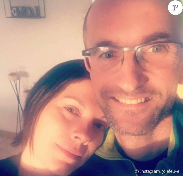 """Jo, candidat de la saison 7 de """"L'amour est dans le pré"""", avec sa fiancée Claire."""