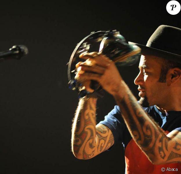 Ben Harper et Relentless7 sur la scène du Gibson Amphitheatre