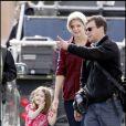 Suri et Katie Holmes viennent rendre visite à Tom Cruise sur le tournage de Wichita le 30 septembre 2009 à Boston