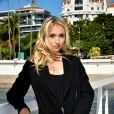 """Chloé Jouannet lors du photocall de """"Derby Girl"""" dans le cadre de Canneseries saison 3 au Palais des Festivals à Cannes le 12 octobre 2020. © Bruno Bebert / Bestimage"""