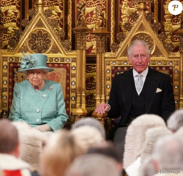 Le prince Charles, prince de Galles, la reine Elisabeth II d'Angleterre - Arrivée de la reine Elizabeth II et discours à l'ouverture officielle du Parlement à Londres.