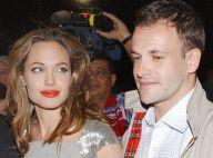 Angelina Jolie a signé de son sang la tenue de mariage de son premier époux
