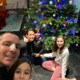 Jennifer Lauret pose avec son clan sur Instagram, en décembre 2019.