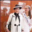Miss Nationale 2011 Barbara Morel avec Geneviève de Fontenay - Archives - Portrait Paris