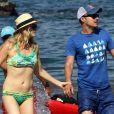 Candice Accola et son fiancé Joe King font du kayak à Hawaii, le 16 avril 2014.