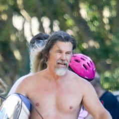 Exclusif - Josh Brolin et sa femme Kathryn Boyd célèbrent en famille le 4 juillet 2020 à la plage de Malibu.
