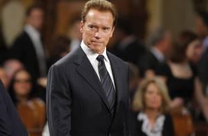 Le gouverneur Arnold Schwarzenegger est en chute libre ! Il se sent obligé de punir sa femme qui est... hors-la-loi !