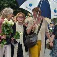 Natalie Rich-Fernandez, Catherine Rich, Delphine Rich et Josèphine, la femme, les filles et la petite-fille de Claude Rich - Obsèques de Claude Rich en l'église Saint-Pierre-Saint-Paul d'Orgeval à Orgeval. Le 26 juillet 2017.