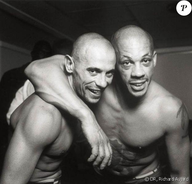 JoeyStarr, ici photographié par Richard Aujard avec Kool Shen (pour l'ouvrage Suprême NTM - On est encore là), persécuté par ses co-détenus, a dû être isolé à Fleury-Mérogis