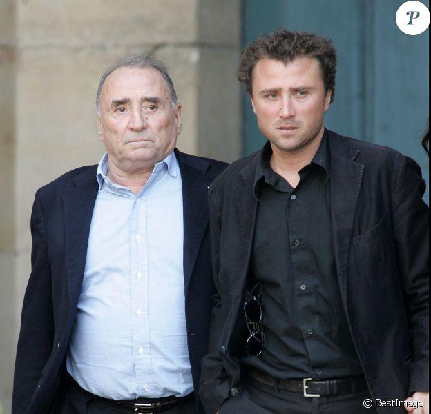 Claude Brasseur et son fils Alexandre - Obsèques de Jean Cassel à l'église Saint Eustache à Paris