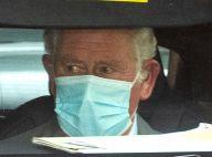 Prince Charles, les larmes aux yeux : visite à son père le prince Philip, toujours à l'hôpital